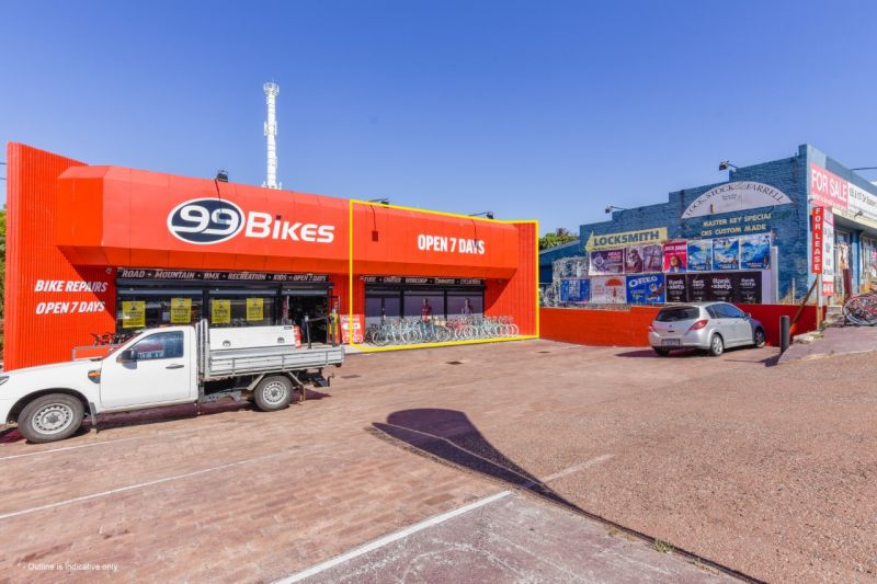 Fantastic opportunity for showroom, office or retail space in a free standing building in a sought after location !!!