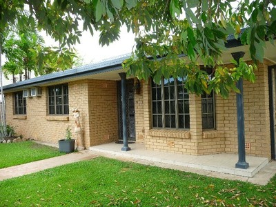 Large family home with a granny flat & pool!