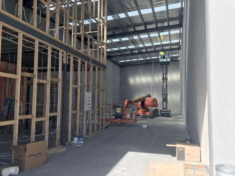 WAREHOUSE/OFFICE SPACE!