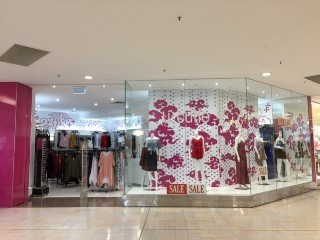 Business for Sale:Clothing retailer in major shopping centre.