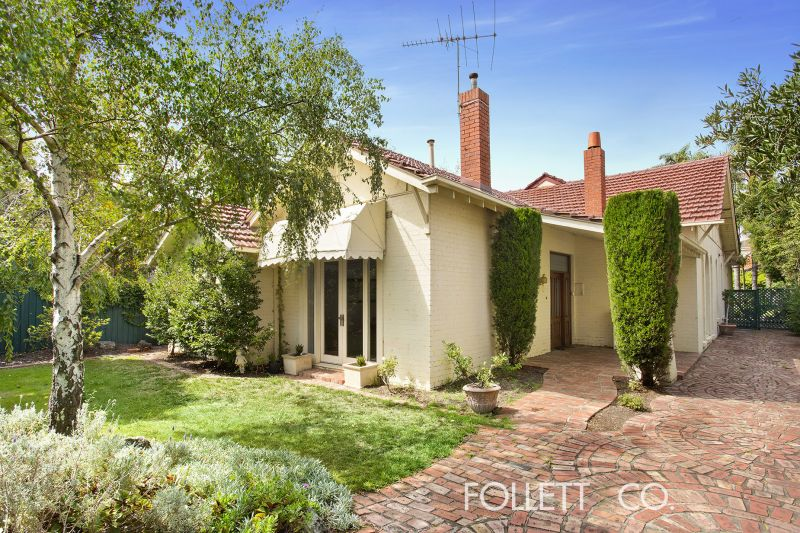 Prized Family Home with a Desired Bay Street Address - RING NOW FOR A PRIVATE INSPECTION ON 0405 996 822