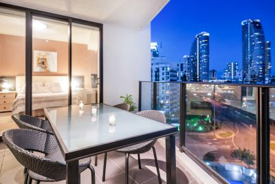 Beauty In Broadbeach! (High Quality Apartment!)