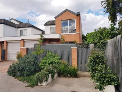 PRIME NELSON PLACE LOCATION TWO BEDROOM TOWNHOUSE