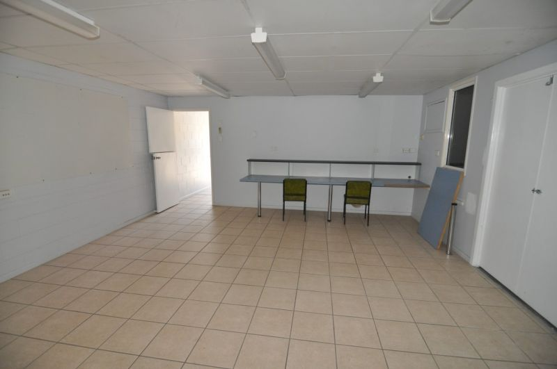 Affordable warehouse with plenty of office space