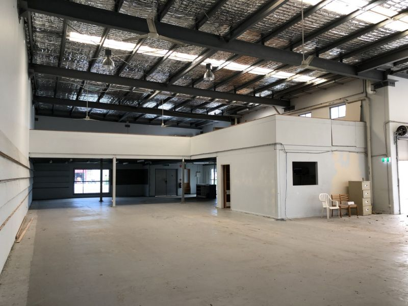 Freestanding Showroom / Warehouse In Great Location