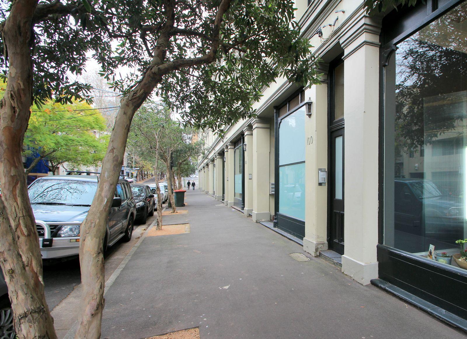 2/98 Cathedral Street, Woolloomooloo
