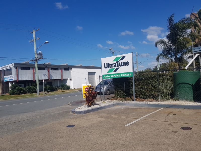 INDUSTRIAL SPACE IN BUSY SERVICE STATION - MAIN ROAD OF CURRUMBIN WATERS - GOLDCOAST