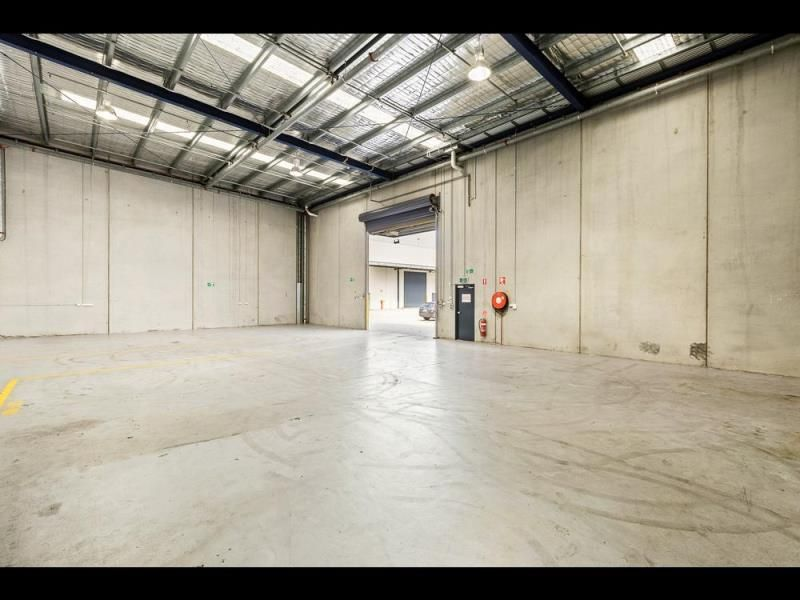 MODERN OFFICE WAREHOUSE WITH SHOWROOM POTENTIAL