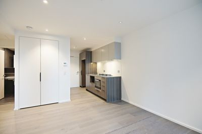 888 Collins - Brand New 2 bedroom apartments from $550 per week right in the heart of Docklands!