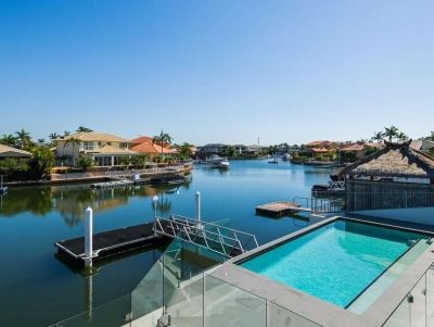 Private Executive Sanctuary - 18m* North Facing Water