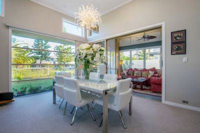 Stylish Lowset, Outsanding Indoor Outdoor Living