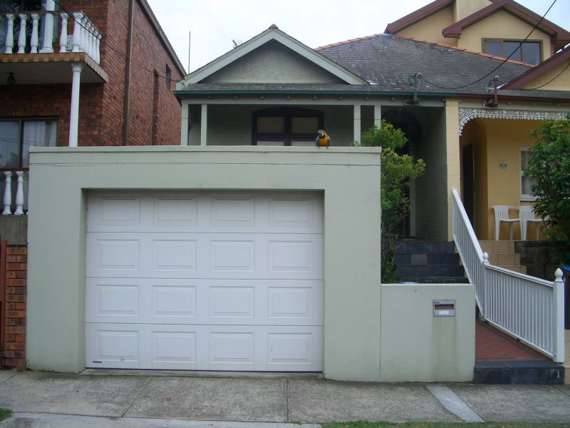 FAMILY HOME WITH SHORT WALK TO BRONTE BEACH