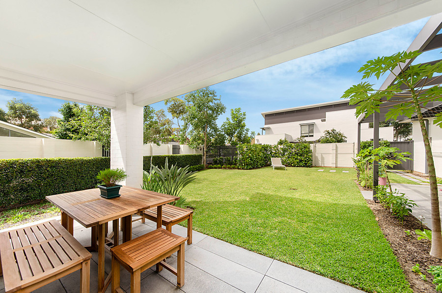 2 Henricks Avenue, Newington