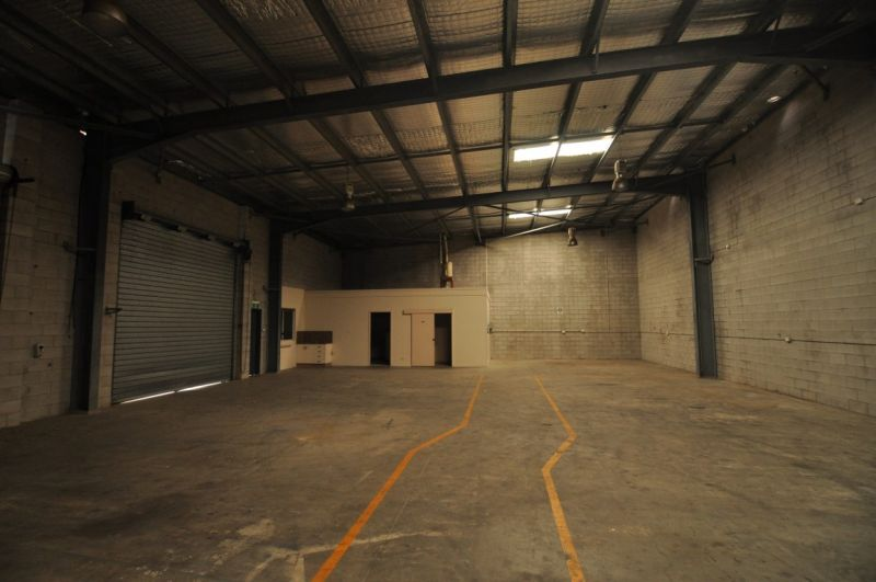 Freestanding Industrial workshop with large offices