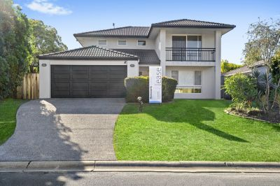 Spacious 4 Bedroom Family Home with a Pool!!