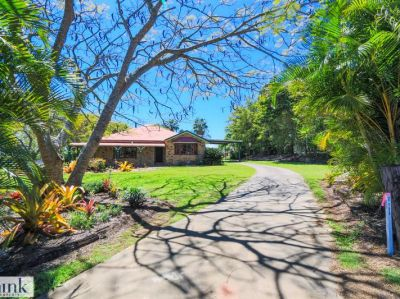 COUNTRY COMFORTS ON A SPACIOUS 5539m2 BLOCK!