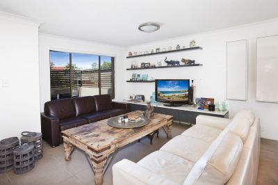 Quietly Set Away From Road, Smart Modern House-Sized Layout, Stroll To Cafes, Shops, Harbour or Bondi Beach