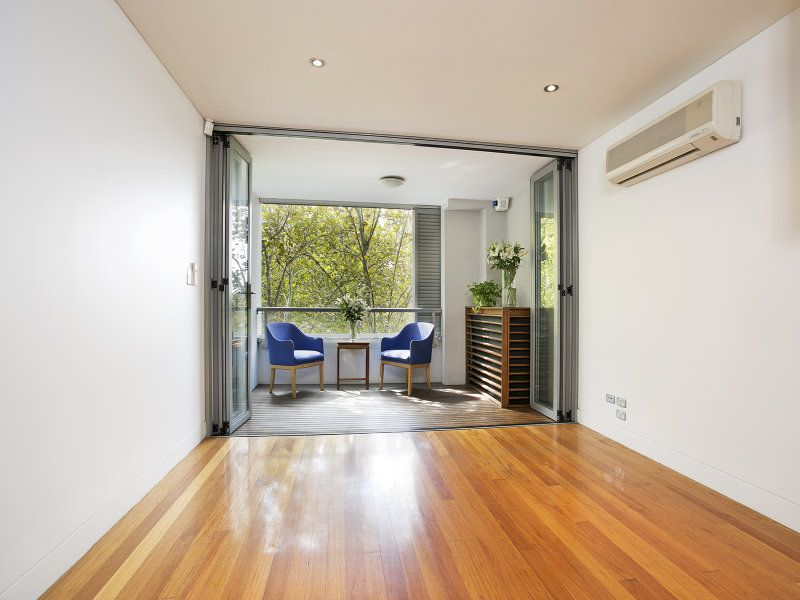 ELEVATED, MODERN 1 BEDROOM APARTMENT WITH LARGE BALCONY & PARK OUTLOOK