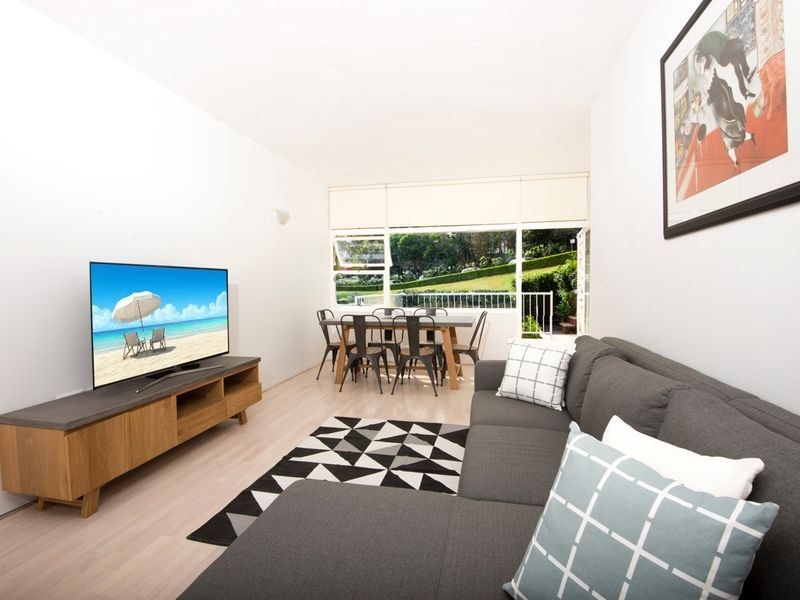 GARDEN APARTMENT WITH THREE BEDROOMS, TERRACE AND HARBOUR VIEWS