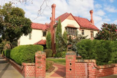 A Unique Residence In Prestigious Studley Park