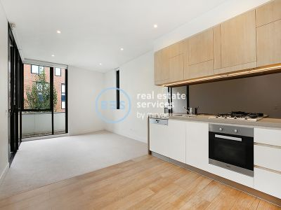 Superb 1-Bedroom Apartment with Study Nook and Parking
