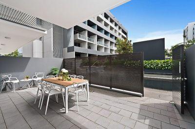 Oversized One Bedroom Apartment w/ Study