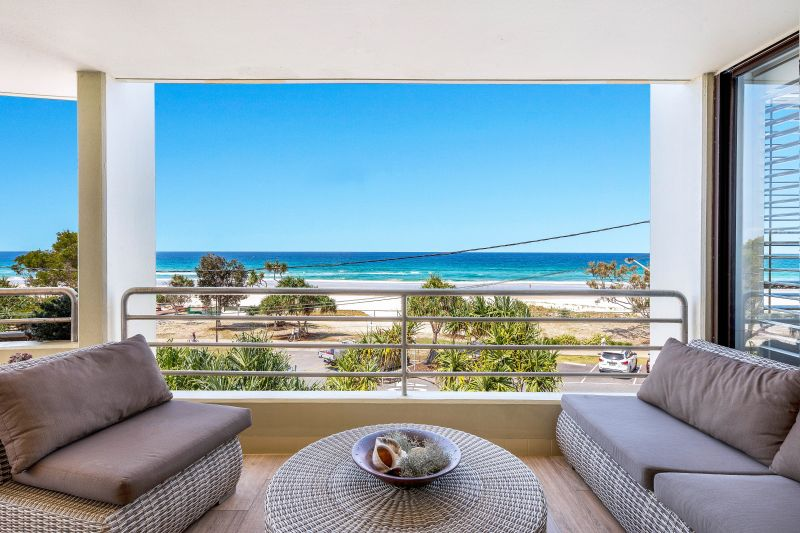 Stylish Contemporary Beachfront Apartment - Entire Floor In Iconic Building