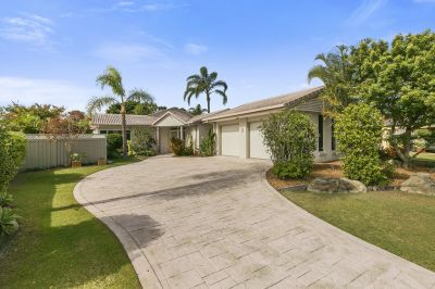 Robina Quay's Family Home with Pool  859m2 Block