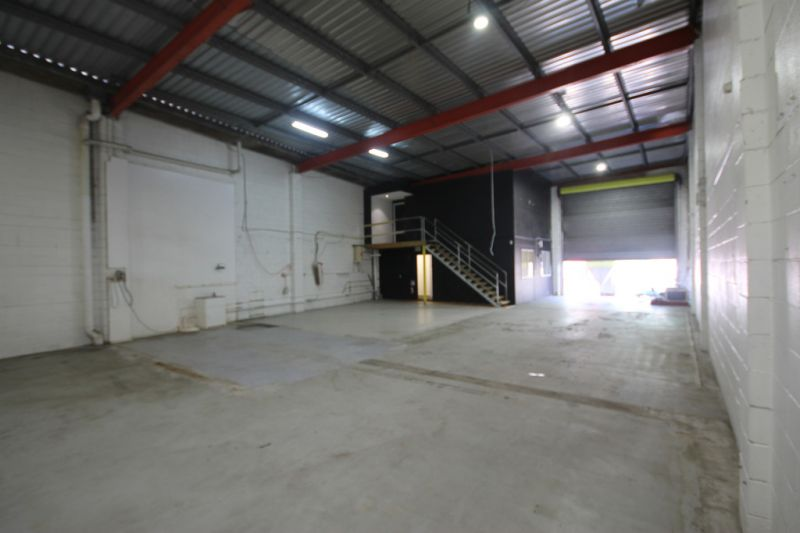 FANTASTIC WAREHOUSE OPPORTUNITY IN TINGALPA