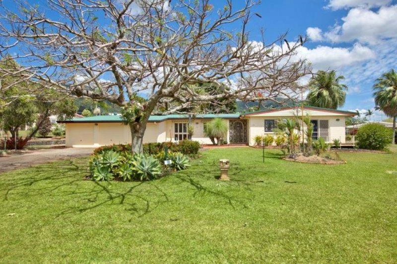 Need space? Look no further! In the very heart of Bayview Heights this home is definitely the property for you.