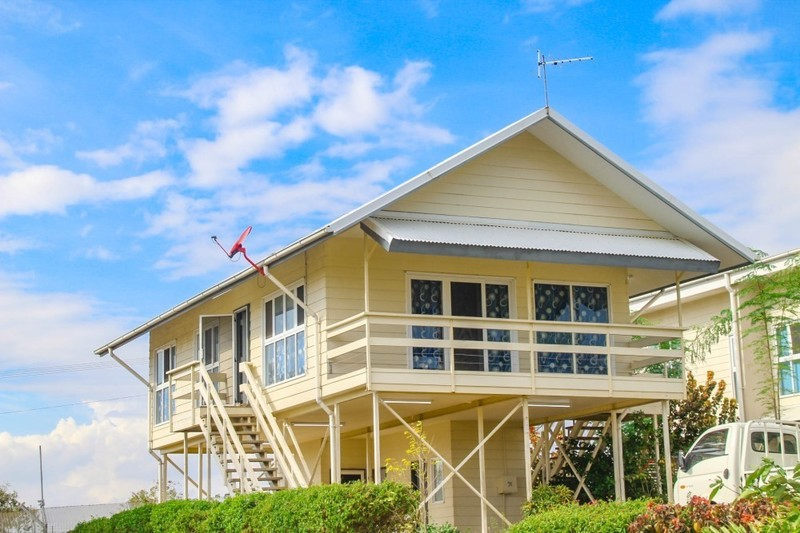 M-MOLEDA1 - High-set house with yard - C21