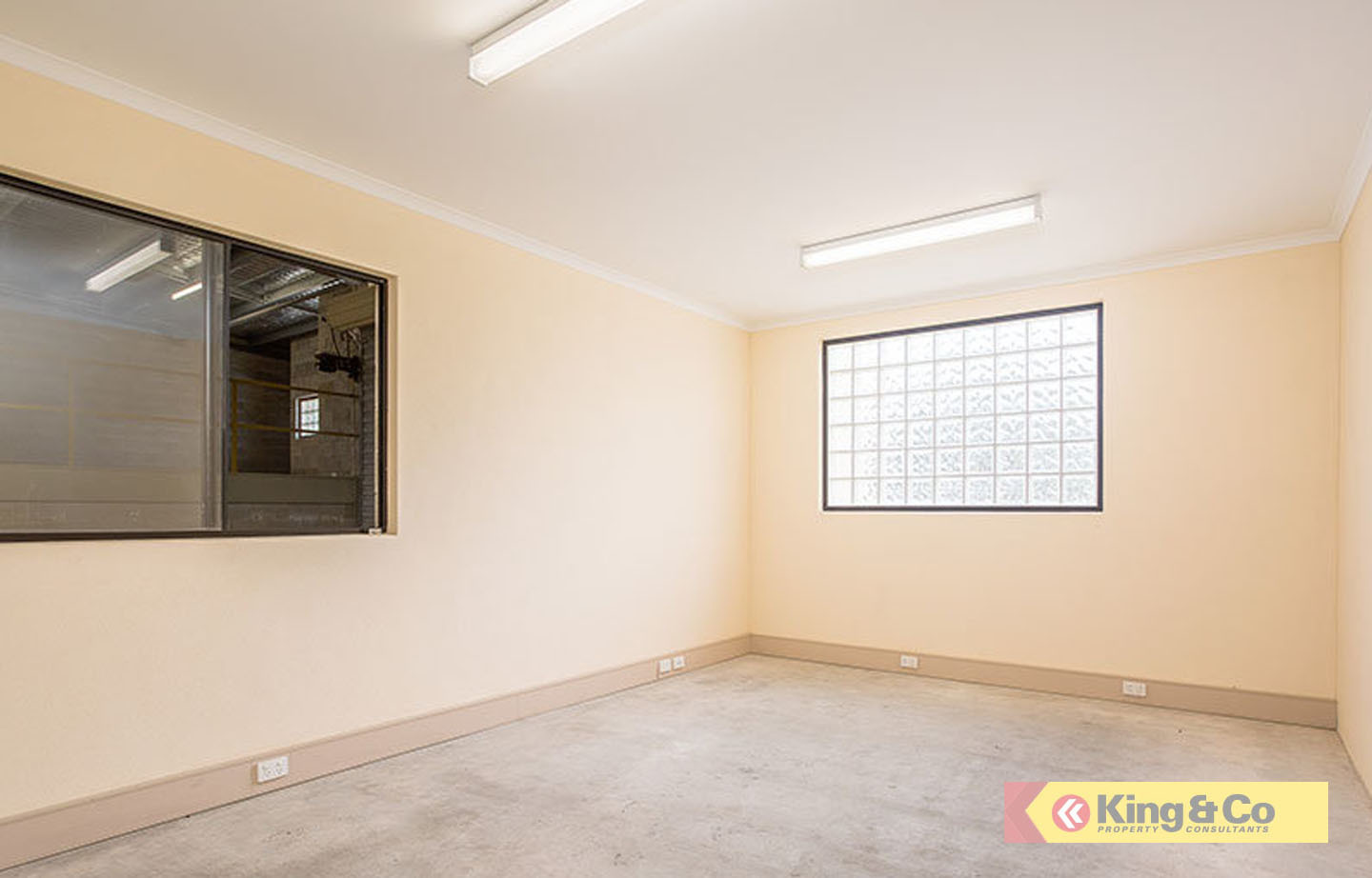 SOLID OFFICE/WAREHOUSE OFF GYMPIE ROAD!