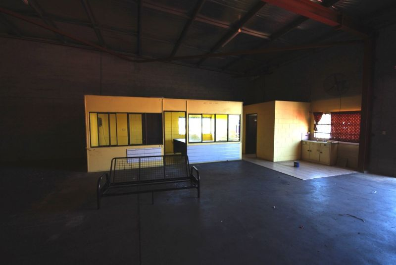 Pilkington Street warehouse units for lease