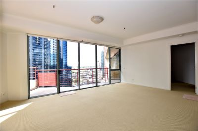 Southbank Towers: 18th Floor - One Bedroom Apartment with Massive Terrace!