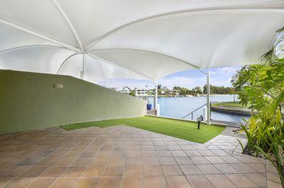 PRIVATE & STYLISH CHEVRON DUPLEX - room for the boat