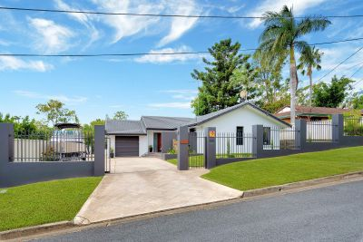 Feel like your on Vacation every day! Family friendly Gold Coast Living.
