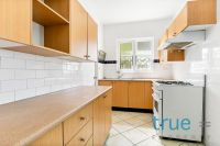 RENOVATED GROUND FLOOR APARTMENT MOMENTS TO CBD TRANSPORT
