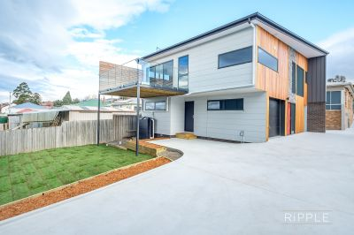 Substantial 181m2 sunny townhouse in a highly sought convenient location
