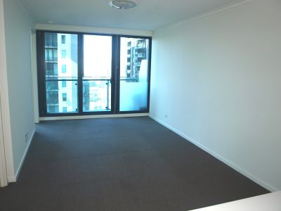Southbank One 17th Floor - Separate Study Area!