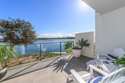 Huge Ground Floor Apartment with Incredible Uninterrupted Broadwater Views