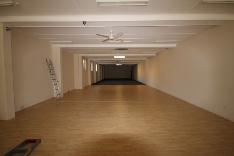 Large retail space/showroom in central Wynnum