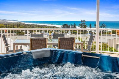 Exclusive Penthouse In Coolum With Spectacular Views