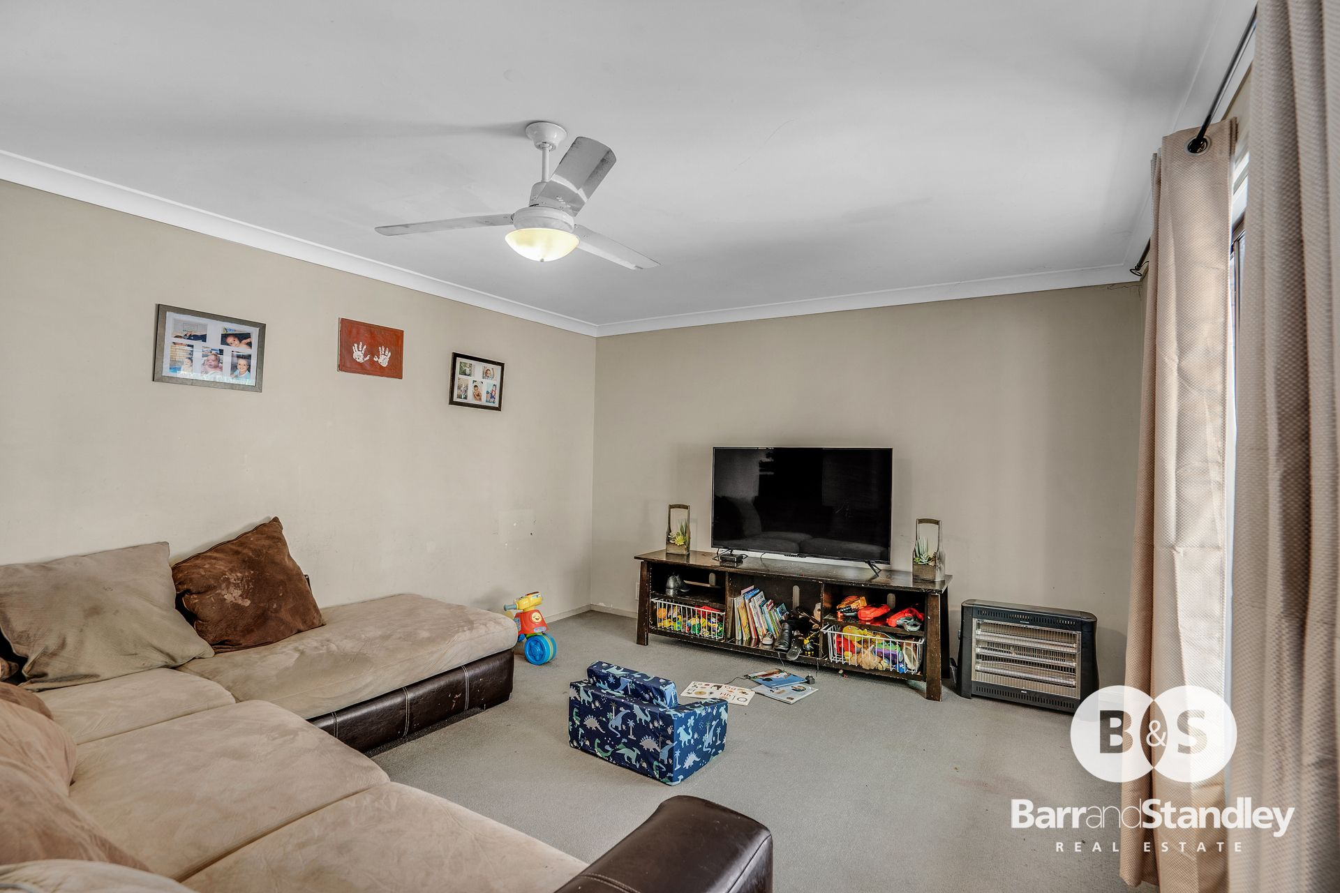 26 Sweeting Way, Withers