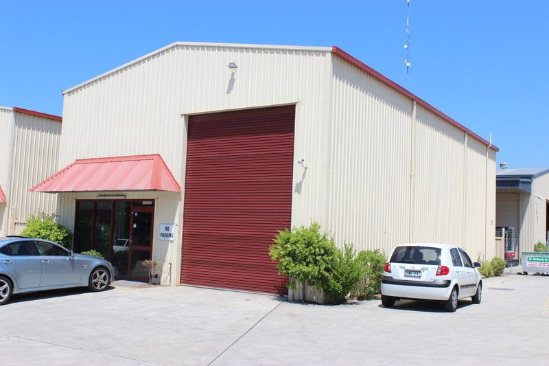 NEAT AS A PIN INDUSTRIAL UNIT IN GREAT COMPLEX