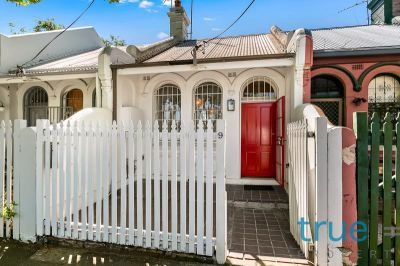 = HOLDING DEPOSIT RECEIVED = PERFECTLY LOCATED PARKSIDE RESIDENCE NOT TO BE MISSED