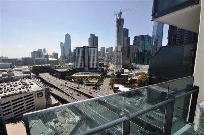 Mainpoint: 19th Floor - Enjoy the Great Views!
