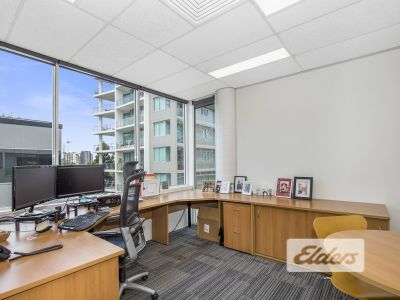 210M2 TIDY PROFESSIONAL OFFICE WITH RIVER VIEWS