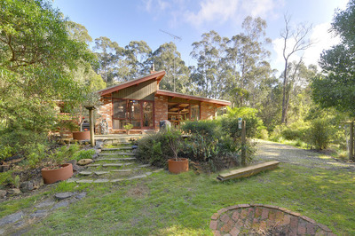 ESCAPE TO A LOVELY HOME AMONG THE GUM TREES LIFESTYLE PROPERTY