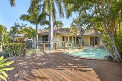LARGE 832m2 BLOCK WITH SOLID WATERFRONT HOME- Main River Inlet