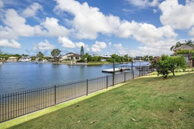 East to Wide Water - With Views to Surfers Skyline - Dual Living